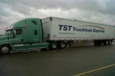 2011 convoy tst with green truck